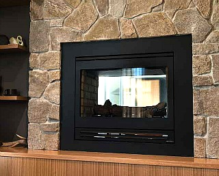 Gas_Log_Fire_with_low_seating_mantle